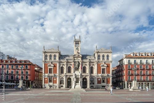 The Plaza Mayor y fachada del ayuntamiento de Valladolid