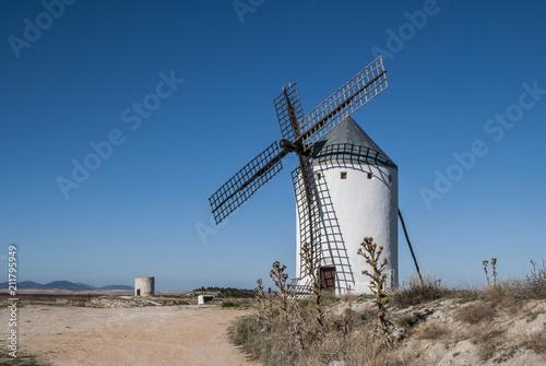 molinos de viento tradicionales, los gigantes del Quijote Toledo, España