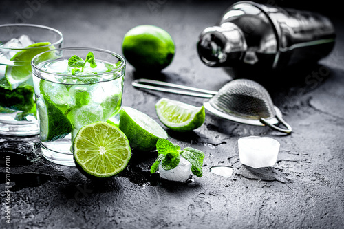 Tuinposter Bar mojito in glass on dark background close up