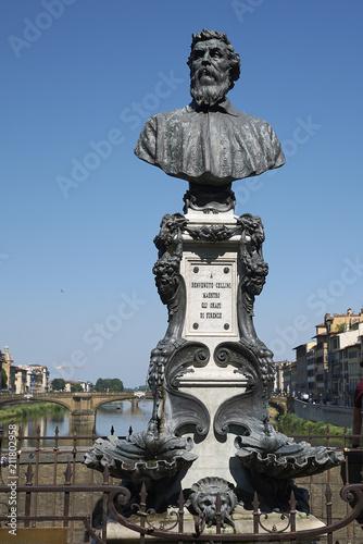 In de dag Madrid Firenze, Italy - June 21, 2018 : View of Benvenuto Cellini bust in Ponte Vecchio
