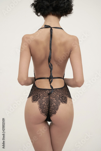 Staande foto womenART Sensual woman in black lace lingerie