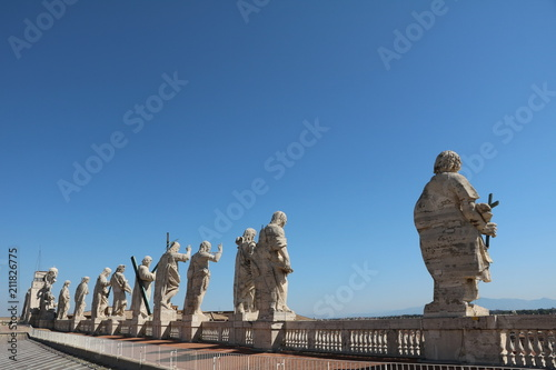 Foto op Plexiglas Historisch mon. Holy statues on the roof of St. Peter's Basilica in the Vatican in Rome, Italy