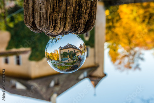 Foto  schloss wildenstein in der Glaskugel mit schlossgarten