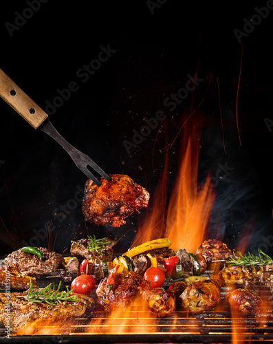 Staande foto Wanddecoratie met eigen foto Beef steaks on the grill with flames