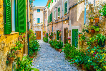 Fototapeta Uliczki View of a narrow street in the spanish town Valldemossa at Mallorca