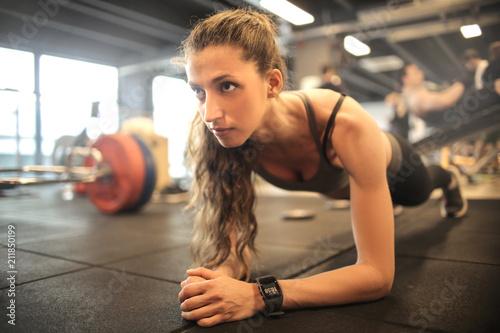 Fototapeta sport sportowe-cwiczenia-na-silowni