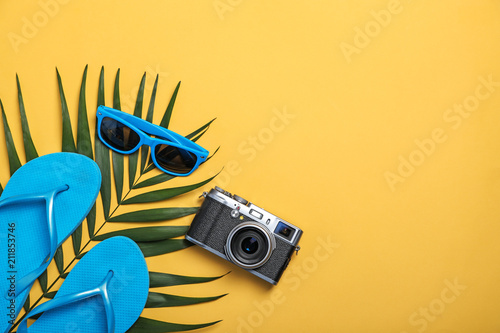 Obraz Flat lay composition with collection of beach objects on color background - fototapety do salonu