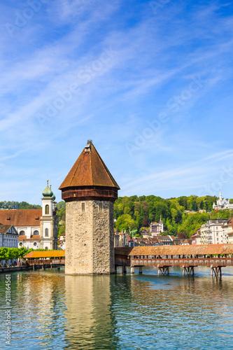 Fototapeta Water tower and Chapel Bridge (Kapellbrucke)