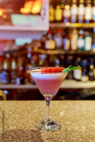 Foto op Plexiglas Bar Alcohol drink in a glass