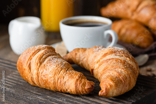 Fotografia Croissants, coffee and orange juice