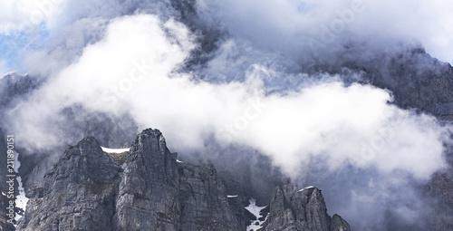 Foto  Wolke im Gebirge