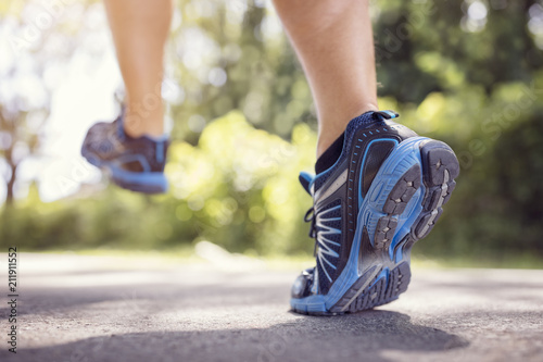 Papiers peints Pays d Asie Feet of runner running or jogging on a road in summer
