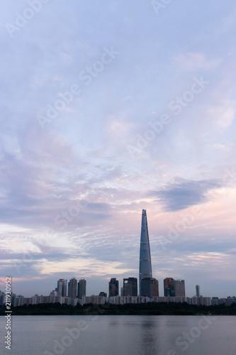 Tuinposter Seoel 장마 사이의 맑은 하늘