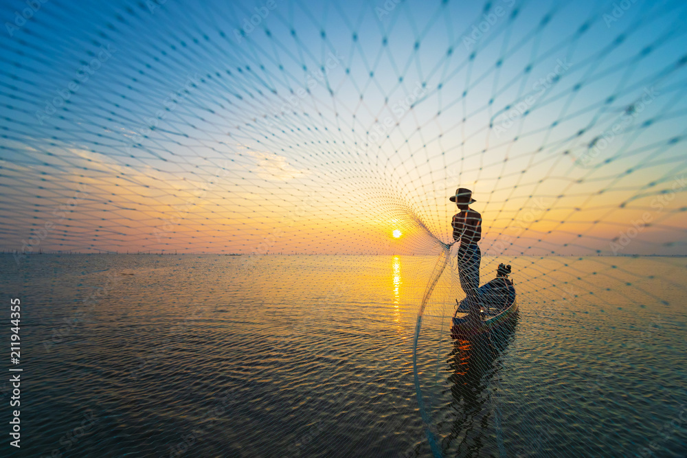 Fototapety, obrazy: Fisherman use net catch the fish in the sea