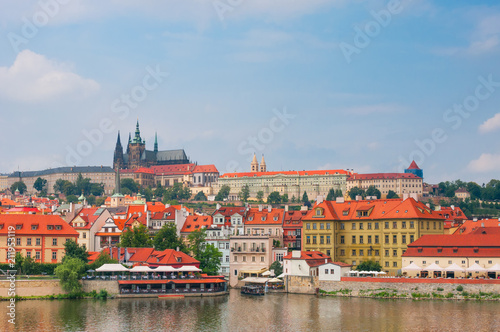 Plakat Widok na Vltava rzeki i St.Vitus katedrze w Praga, republika czech