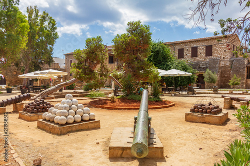 Foto op Plexiglas Cyprus Cannon and cannon balls in old Famagusta, Cyprus