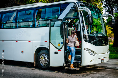 Cuadros en Lienzo transport, tourism, road trip and people concept - passenger boarding to travel