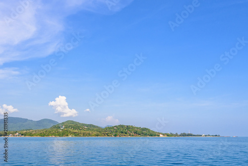 Spoed Foto op Canvas Eiland Beautiful nature landscape of sky and blue sea in summer at Ko Pha Ngan island in Gulf of Thailand is a famous attractions of Surat Thani province, Thailand