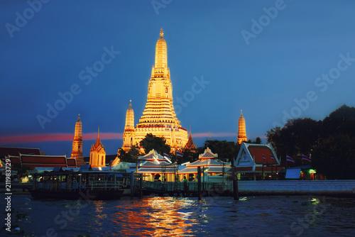 Keuken foto achterwand Bangkok Wat Arun Temple at sunset in bangkok Thailand