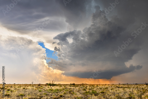 Photo Time lapse of tornadic supercell over Tornado Alley at sunset