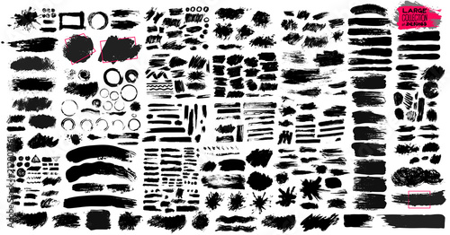 Photo Big Set of black paint, ink brush strokes, brushes, lines, grungy