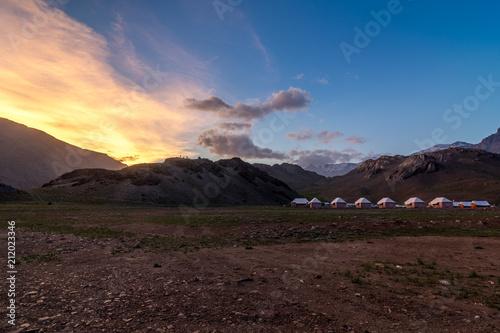Foto op Plexiglas Chocoladebruin Chandratal Camping Spiti