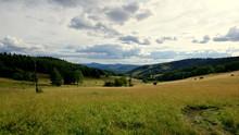 Piękny Krajobraz W Polskiej Części Sudetów W Dolinie Kłodzkiej W Okolicach Stronia Śląskiego