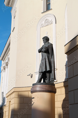 Foto op Canvas Historisch mon. Photo beautiful ancient monument to Pushkin