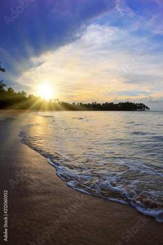 Staande foto Centraal-Amerika Landen Colorful sunset on tropical beach.