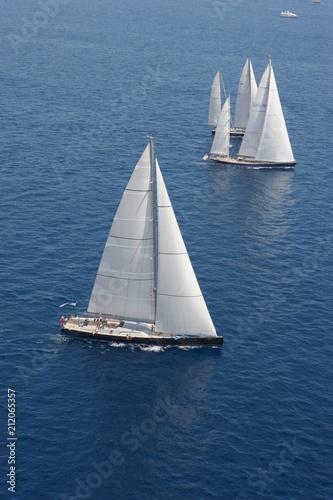 Poster Zeilen Sailng. Sailboat at sea