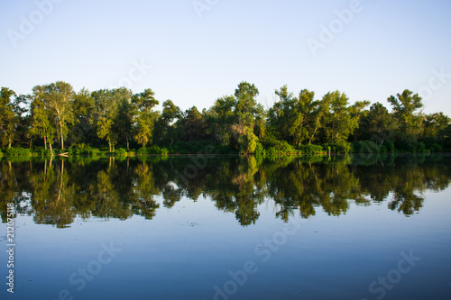 Foto auf Gartenposter Fluss landscape on the river