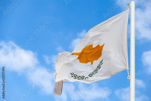 Foto op Plexiglas Cyprus National flag of Cyprus on a flagpole