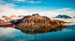 Blick von der Pyramide auf den Nordenskiöld Gletscher neben der verlassenen russischen Exklave Pyramidia im Billefjord auf Spitzbergen