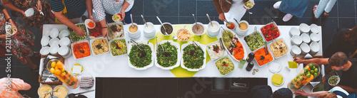 Großes vegetarisches Catering Salat  Buffet mit gesundem Essen, Salten und Obs w Canvas Print