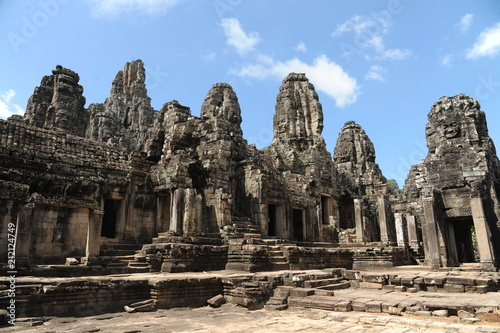 Spoed Foto op Canvas Bedehuis The Bayon is a well-known and richly decorated Khmer temple at Angkor in Cambodia. Built in the late 12th or early 13th century as the official state temple of the Mahayana Buddhist King Jayavarman VI