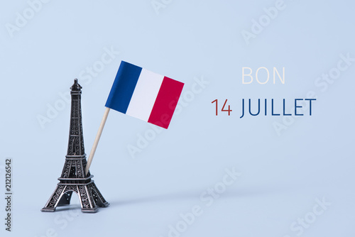 Papiers peints Echelle de hauteur text bon 14 juillet, happy 14 july in French.