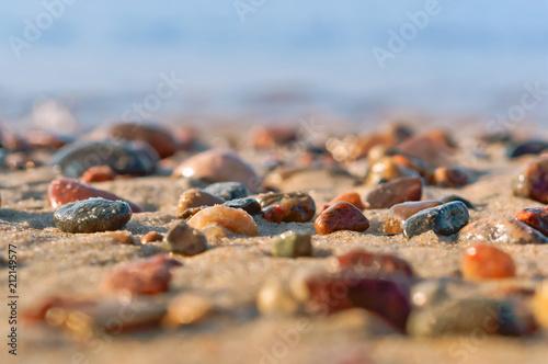 Türaufkleber Makrofotografie rocky seashore, sea wave and pebbles, sea colored stones