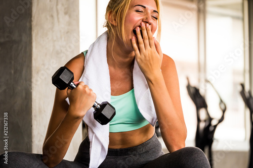 Obraz Attractive young woman exercising building muscles at the gym - fototapety do salonu