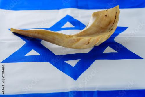 Fotografia Shofar horn on Israel flag
