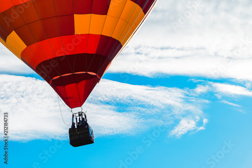 Tuinposter Ballon Bright red hot air balloon