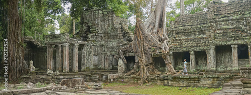 Foto op Plexiglas Bedehuis Young female traveler exploring the ancient remnants of old Buddhist temples.