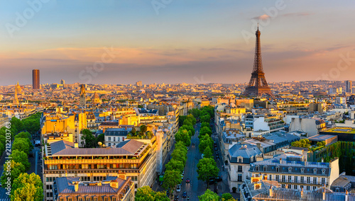 Foto auf AluDibond Paris Skyline of Paris with Eiffel Tower in Paris, France. Panoramic sunset view of Paris