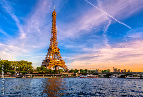Paris Eiffel Tower and river Seine at sunset in Paris, France. Eiffel Tower is one of the most iconic landmarks of Paris. Пометка для