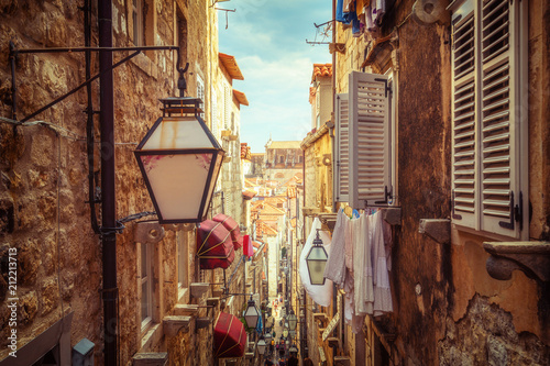 Poster Smal steegje Famous narrow alley of Dubrovnik old town, Croatia