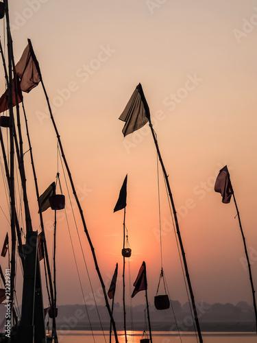 In de dag Ochtendgloren Varanasi, India. Sunrise in Varanasi.