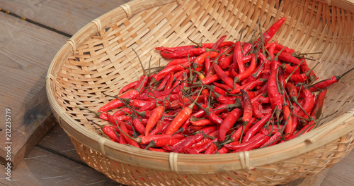 Poster Aromatische Drying chill pepper under sunlight
