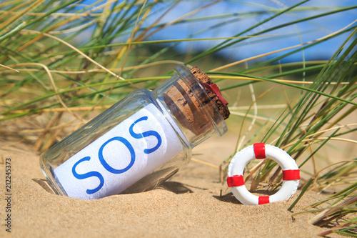 Fényképezés Flaschenpost am Strand: SOS