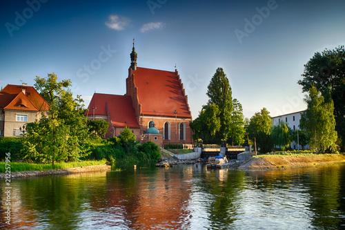 Foto auf Leinwand Denkmal Kościół na wyspie Młyńskiej w mieście Bydgoszcz, Polska