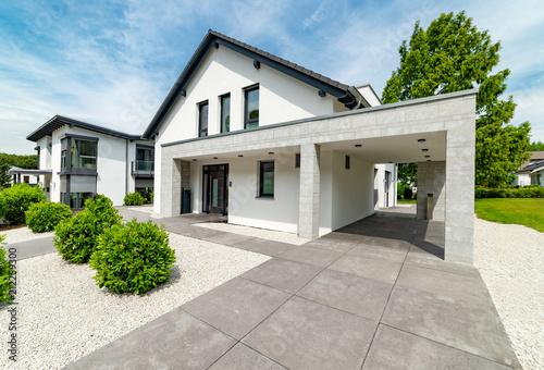 Fototapeta Einfamilienhaus - Haus für die Familie obraz