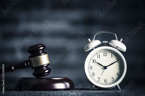 Obraz na plátne  ハンマーと時計